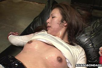Maki Kozue was trembling while experiencing an orgasm